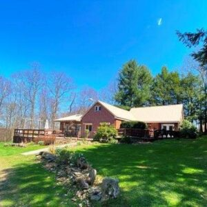 New Listing - 2 Bedroom House in Russell, PA